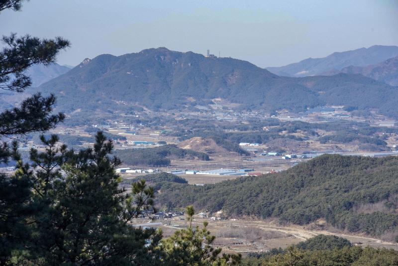 지리산 기슭에서 내려다본 분지 형태의 운봉고원에는 33개의 마을이 있다